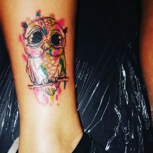 #owldesign #owl #owltattoo #colourfultattoo #coloursplash #legtattoo #womenwithtattoos #womenwithink #girlswithtattoos#girlswithink #tattoolife #tattoos #tattooartist#bristol #carlaprosser #coloursplat