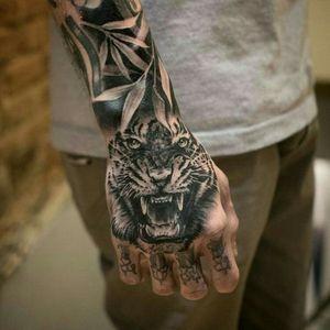 Tigers gratitude. #tattoodo #blackink #stainstudio #roar #tiger #handtattoo #yakuzaofficial