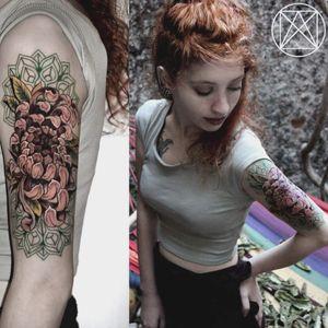#flowertattoo #womentattoo #mandalatattoo #mandalas #tattooGirls #colorfultattoo #girlytattoos