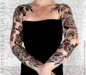 By Sebastian Kandinsky #tattoodo #skandinsky #rosesarered #freehandtattoo #fullsleeve #inkedgirls #roses #flowers #dotwork #tattooedgirls
