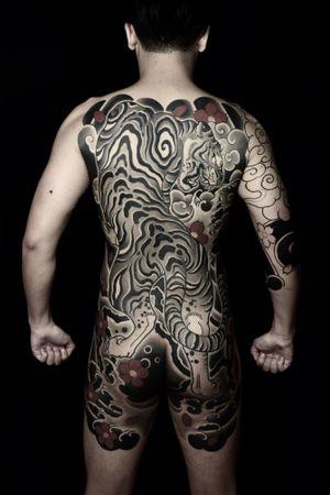 #tiger #bodysuits #backpiece #japanesetattoo #feathercloud #japanesetattoos #shanetan #tattoo #japaneseart #japanesetattooart