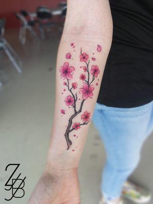 Une jolie branche de cerisier sur le bras de ma cliente faite durant la convention d'Épinal. Merci pour ta confiance ! #cherrytree #cherrytreetattoo #cherrytreeblossom #cherryblossom #cherryblossomtattoo #cerisier #sakuraa #sakuratattoo #flower #flowertattoo #fleur #floral #floraltattoo #flowers #colortattoo #cutetattoo #zeldablackjeanjacques #zeldabjj #tattoolifemagazine #tattooartmagazine #graphic #graphictattoo #graphicdesign #graphictattoos