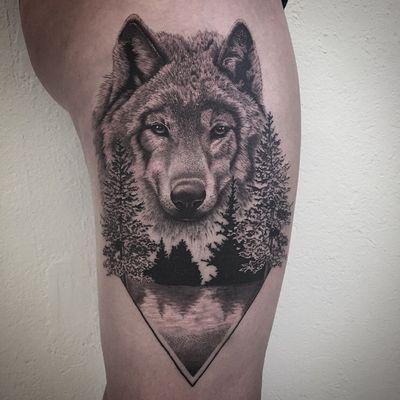 @realistic.ink #wolf #wolftattoo #realism #realistictattoo #treetattoo #thightattoo #dotwork #dots #dottattoo #petitspoints #stipple #stippletattoo #blackandwhitetattoo #blackandgreytattoo #tattoolausanne #lespetitspointsdefanny
