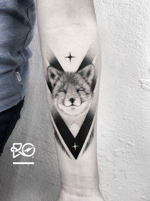 By RO. Robert Pavez • Good Times 🦊 • Done in Studio Zoi tattoo Stockholm 🇸🇪 2018 #engraving #dotwork #etching #dot #linework #geometric #ro #blackwork #blackworktattoo #blackandgrey #black #tattoo #fineline