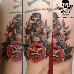 Hallo Freunde der bunten Haut,  ein #boxertattoo im #neotraditionaltattoo Style⠀⠀⠀⠀⠀⠀ . Infos wie immer 017627112764 auch WhatsApp...⠀⠀ . http://crazy-ink-tattoo.de . http://facebook.com/crazy.ink.tattoo.berlin . http://instagram.com/crazy.ink.tattoo.berlin . . . . . #tattoo #tattoos #berlin #tattooberlin #berlintattoo #tattoomoabit #crazyink #crazyinkberlin #crazyinktattoo #crazyinktattooberlin #traditionaltattoo #photooftheday #inked #tattooed #tattoist #tatted #oldschooltattoo #bodyart #tatts #amazingink  #berlintattooartist #berlintattooartists #classpen #worldfamousink #kwadron  #colortattoo #fightertattoo #armtattoo