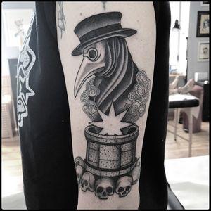 #totemica #tunguska #black #plague #doctor #death #well #tattoo #hardtimestattoo #torino #italy #blacktattooart #tattoolifemagazine #tattoodo #blackworkers #blackwork