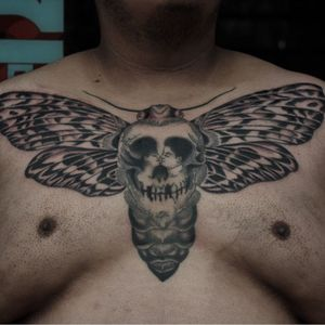 Tattoo by Franco Maldonado #FrancoMaldonado #deathmothtattoos #blackandgrey #darkart #moth #insect #animal #nature #wings #kiss