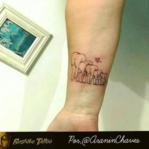 """Da Menor a Maior Gratidão em Fazer Parte de Cada História e Cada Homenagem envolvida em Nossas Tatuagens... Especialista em Tatuagens Delicadas, Tatuagens Femininas Traços Finos/FineLine Escristas/Caligraphy - Tatuagem  de Elefantes/Elephants Para a Cliente Por, @araninchaves em @bushidotattoobr . Line Work - Sky Line - Tatuagem/Tattoo - Fine Line/LinhaFina - Elefantes/Elephants - Obg Pela Confiança em Nosso Trabalho...😷✍🙏🙌🐘🐘🐘💗💗 O elefante ésímbolodaboasorte. Simboliza também sabedoria, persistência, determinação, solidariedade, sociabilidade, amizade, companheirismo, memória, longevidade e poder. . Quer uma Arte Exclusiva Chama No Whatsapp do Estúdio 👇👇 Agendamento&Orçamentos Somente Pelo Whatsapp do Estúdio 📲 +5517991218074... . """"Tatuagem Também é Cultura, Amor & Art."""" . 🇧🇷BUSHIDO TATTOO 🇧🇷 #BushidoTattooBr #AraninChaves #Tatuadora #sjrp #sjriopreto #riopreto #riopretotattoo #tattooriopreto #tatuagemriopreto #riopretotatuagem #saojosedoriopreto #Tattooja #Tattoo2me #Tattoodo #TopDasTattoos #Dreamstatto #TattooSocial #tatuagensdelicadas_sp #tatuagemideal #BlackWork #LinerWork #TraçosFinos #DotWork #lineworktattoo #fineliner #elephants #elephanttattoo #elephant #elefantes #elephante . . 🏯 BUSHIDO TATTOO 🏯  São José do Rio Preto-SP  R: Dr Luiz Américo de Freitas n° 504 Sala3 Bairro: Vila Ercília Whats: 📲 +55 17 991218074 . 👉Curta 👉Like Nossa Pagina no Face... 💻 facebook.com/bushidotattoobr 👉Follow 👉Siga 👉Instagram.... 📷 instagram.com/bushidotattoobr"""