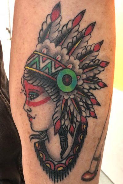 Native american #nativeamerican #traditional #headdress #color