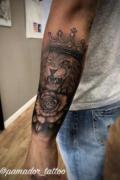 Lion with rose and crown #liontattoo #lion #rosetattoo #rose #reslisticrose #crowntattoo #kingcrown #halfsleeve #flowertattoo #realism #realistic