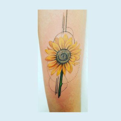 #sunflowertattoo #sunflower #realism #flowertattoo #flor #girasol #tattooGirls #puntos