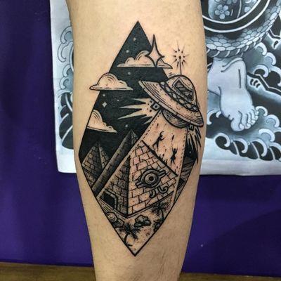 Tattoo by Nhatbe #Nhatbe #alientattoos #blackwork #dotwork #linework #illustrative #graphic #pyramid #desert #Egypt #abduction #ufo #scifi #spaceship #thirdeye #clouds #stars #sky #space
