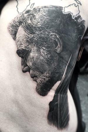 Abraham Lincoln #bestrealistictattoos #radtattoos #tattoo_artwork #tattoorealistic #bnginksociety #chinesetattoo #tattooistartmag #tattooinkspiration #tat #asian_inkspiration #tattoodo #tattoos_of_instagram #tattoo #tattoos #skinart_mag #纹身 #刺青 #纹所未闻家族 #inkgeetstattoos #tattoolifemagazine #inkspiringtattoos #TattooistArtMagazine #inkedmag #inkedselect