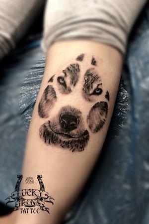 Cool wolf I got to do at @luckyironstattoocph 😊 • • • #tattoos #tattooed #tattoo #copenhagen #luckyironstattoo #kbh #københavn #wolftattoo #yolo #420 #wolf #legtattoo #710 #ztattoo #tattoodo #tattooartist #tattoooftheday