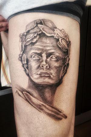 #blackandgrey #statuetattoo #tattooartistmagazine #tattoo