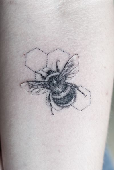 Delicate #fineline #bee done on a girls underarm with a #singleneedle