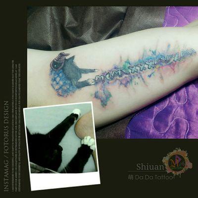 #魚骨頭Tattoo 🔸 加了魚骨頭跟噴点漆🎨 細修部位,加亮羅馬數字的亮度❤ 🔹家貓玩弄着主人的 #羅馬數字 (生日) #Taiwan #Tainan #Tattoo #Designer #Meng #DaDa #Simple #style #tattoo #Korean #style #tattoo #Girl #tattoos #European #American #tattoos #English #Word #Creative #Unique #Customers can specially design tattoo #Lipstick #Electrocardiogram #台南女刺青師FB陳宥璇 https://www.facebook.com/profile.php?id=100000246831895 #萌DaDatattoo粉專連結 https://www.facebook.com/shiuan79/ #LINE萌噠噠 : 🆔 shiuan79 #LINE:ID連結網址☞http://line.me/ti/p/Eb-zaYDGdt #您的刺青故事由萌DaDaTattoo幫您完成雖然我們不是最優秀的但我們會盡我們所能為您們服務到最好🤗