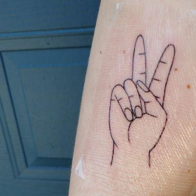 Handpeace ✌ #handpeace #hand #minuitdix #minuitdixtattoo #peace