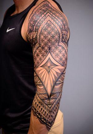 #dotwork #blackwork #geometric #ornamental #mandala #geometrictattoo #polynesiantattoo #sleevetattoo