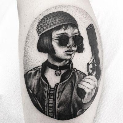 Tattoo by fjfernandez #Fran #fjfernandez #leontheprofessionaltattoos #LeonTheProfessional #movietattoos #film #leon #Mathilda #blackwork #dotwork #realistic #gun #90s