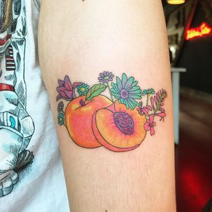 Tattoo by Lolli aka poodles and other dogs. #Lolli #Poodlesandotherdogs #fruittattoo #illustrative #color #peaches #flowers #daisy #cute #watercolor #peach
