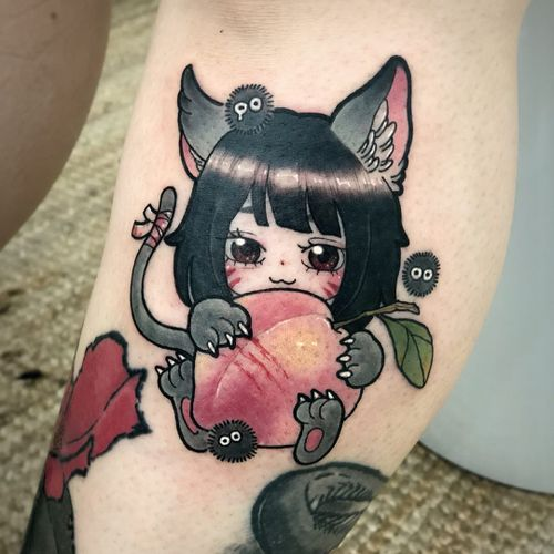 Tattoo by Neon Drug #NeonDrug #fruittattoo #color #cute #anima #manga #sootsprite #peach #kitty #cat #leaf #fruit #food #newschool