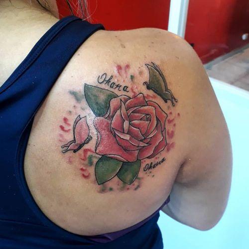#kiatattoo #tattoo #tatuagem #tatuaje #tatuagemsp #tatuagemguarulhos #fineline #finelinetattoo #aquarela #watercolor #tatuagemaquarela #watercolortattoo #tatuagemrosas #rosa #rosetattoo #butterflytattoo #ohana #tatuagemborboleta #tatuagemguarulhos #tatuagemsp