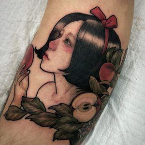 Tattoo by Neon Drug #NeonDrug #besttattoo #neotraditional #portrait #lady #ladyhead #apple #fruit #leaves #nature snowwhite