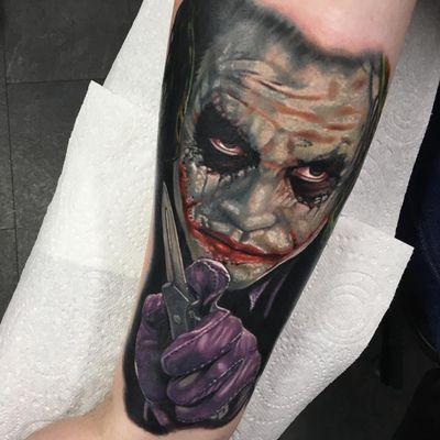 Joker Tattoo by Alex Rattray #AlexRattray #realism #realistic #hyperrealism #portrait #popculture #Batman #Joker #DCComics #HeathLedger #TheDarkKnight #switchblade #villain
