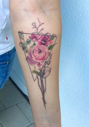 Delicate #abstract #flower tattoo combining #colorrealism and #scetch style. Love those #fineline #details