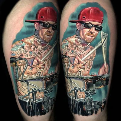 Travis Barker Tattoo by Alex Rattray #AlexRattray #realism #realistic #hyperrealism #portrait #popculture #TravisBarker #drumkit #drums #Blink182 #music #musictattoo