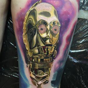 C-3PO Tattoo by Alex Rattray #AlexRattray #realism #realistic #hyperrealism #portrait #popculture #StarWars #C3PO #robot #scifi #droid #movietattoo #gold #metal