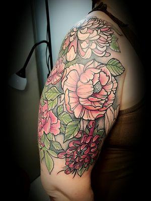 Work in progress by @thedoud93 #tattoo #inkedgirl #girlinked #tattooneotraditional #neotraditional #tattooflower #tattooflowers #tattooarm #tattoocolorida #tattooing #tattoo2me #tattooer