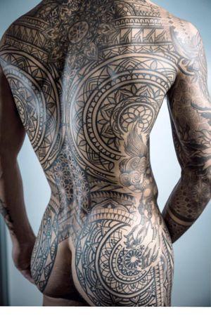 #backpiece  #dotwork #blackwork #geometric #ornamental #mandala #geometrictattoo