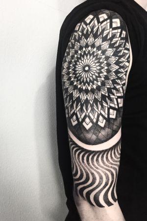 Geometric trip #geometric #mandala #blackandgrey #ink #inked #art #blackwork #blacktattoo #blackart #artist #pattern #tattooing #xystudio