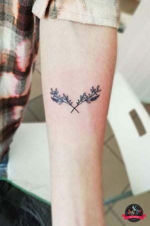 #tattoo #small #simple #smalltattoo #simpletattoo #leafs #flower #twigs #lines #blackwork #linetattoo #lineart