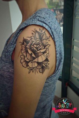 #tattoo #rose #rosetattoo #line #simple #smalltattoo #simpletattoo #leafs #flower #flowertattoo #neotradtattoo #shades #blackandgrey