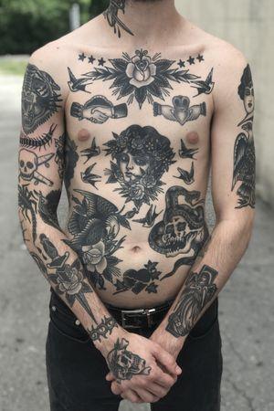 #blackandgrey #traditionalamerican #Black #eagle #skull #dagger