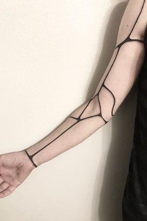#blackwork #linework #modern #contemporarytattoos #sunibanik #robottattoo #alien #uniquetattoo