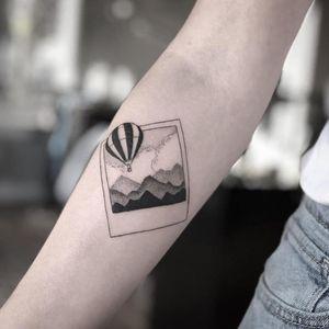 Los Angeles tattoo studio: Cast of crowns art collective, done by Brandon Fuller, #minimalism #balloon #mountain #Miniature #losangeles #blackandgrey