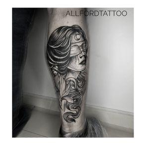 Cover up . . #tattooart #tattooartist #flowertattoo #flower #tattooeurope #tattooculture #tattooukraine #tattooodessa #tattoovienna #tattooberlin #graphictattoo #minimaltattoo #flowerstattoo #mandalatattoo