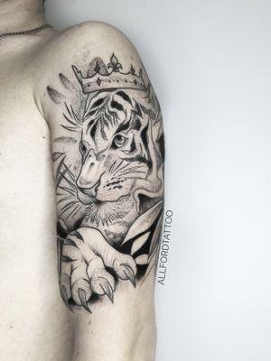 . . #tattooart #tattooartist #flowertattoo #flower #tattooeurope #tattooculture #tattooukraine #tattooodessa #tattoovienna #tattooberlin #graphictattoo #minimaltattoo #flowerstattoo #mandalatattoo #tattogirl #TattooGirl #tattooGirls