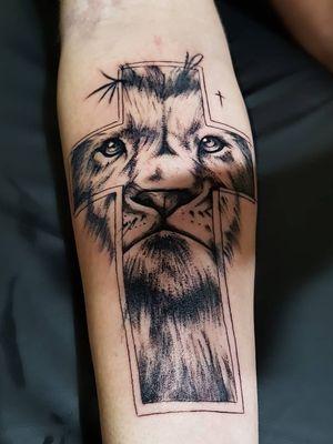 #tattoo #tat #lion #liontattoo #cross #arcticmonkeys #inked #religioustattoo #blessed #tattoo2me #tattoo4life #tattooaddict #tattoobrazil