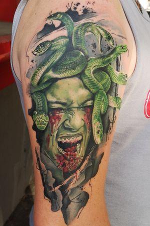 #watercolortattoo #tattoo #moderntattoo #hyperrealistic #hyperrealism  #snakes #snaketattoo #snake #schlange #MAMBA #greenmamba #watercolourtattoo #watercolortattoos #blood #green  #newcomertattooartist #atem759 #tattoostudio #hansetattoo #medusa #medusatattoo #mambas #greenmamba #seelenschmerzen #realism #comics  #depression #heilungdurchkunst  @hanse_tattoo