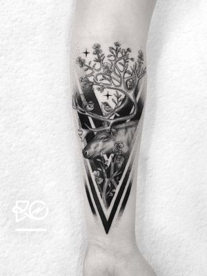 By RO. Robert Pavez • Sweet Reindeer • Done in Studio Zoi tattoo Stockholm 🇸🇪 2018 #engraving #dotwork #etching #dot #linework #geometric #ro #blackwork #blackworktattoo #blackandgrey #black #tattoo #fineline