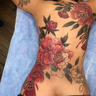 By @missorangetattoo at #LittleTokyoTempleOfArt #japanesetattoo #peonies #backpiece #girlswithtattoos #colorful #flowertattoo