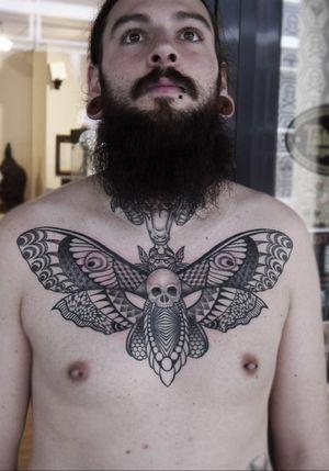 Like a moth to a flame #deathhead #hawkmoth #geometrictattoo #mothtattoo #deathheadmoth #deathheadmothtattoo #obitattoo #geometric #dotwork #linework #tattoooftheday #instatattoo #tattoo #chesttattoo #germany #kolkata #india