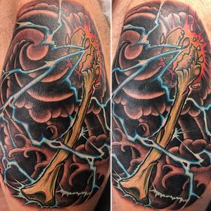 Done by Janos #electricity #highvoltage #brokenbones #newschool #tattoo #illustration #illustrative #oriental #japanese #windbars #waves #lightning #bolt #zaap #lucky #davie #hollywood #coopercity #electricflamingo #eftc