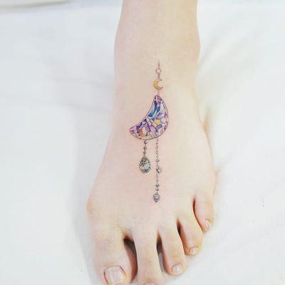 Tattoo by Banul #Banul #moontattoos #moon #sky #stars #space #dream #crescentmoon #gem #crystal #jewelry #diamond #sparkle #glitter #ornamental