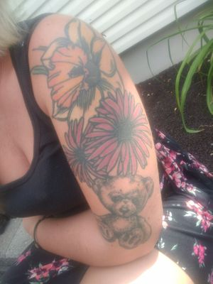 Birth flowers done by Mark in Batavia NY Daughters s spirt 🐻 also done by Mark.